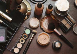Hindari Produk Kosmetik Tertentu